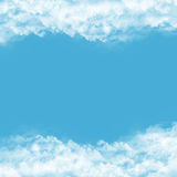 Πλαίσιο από τα σύννεφα στο μπλε υπόβαθρο ελεύθερη απεικόνιση δικαιώματος