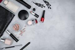 Πλαίσιο από το σύνολο επαγγελματικών διακοσμητικών καλλυντικών Στοκ φωτογραφία με δικαίωμα ελεύθερης χρήσης