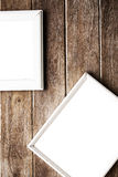 πλαίσιο εικόνων στον ξύλινο τοίχο Στοκ εικόνα με δικαίωμα ελεύθερης χρήσης