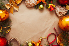 Πλαίσιο διακοσμήσεων Χριστουγέννων σε χαρτί, ελεύθερου χώρου Στοκ φωτογραφία με δικαίωμα ελεύθερης χρήσης