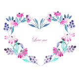 Πλαίσιο καρδιών, στεφάνι των πορφυρών λουλουδιών διανυσματική απεικόνιση