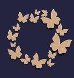 Πλαίσιο κύκλων με τις πεταλούδες που γίνεται στο έγγραφο χαρτοκιβωτίων Στοκ φωτογραφία με δικαίωμα ελεύθερης χρήσης