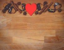 Πλαίσιο μπισκότων Χριστουγέννων ή βαλεντίνων με το κενό διάστημα για το κείμενο σχεδίου Βαλεντίνοι, νέα μπισκότα μελοψωμάτων έτου Στοκ φωτογραφία με δικαίωμα ελεύθερης χρήσης