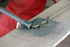 Πλαίσιο σιδήρου συγκέντρωσης εργατών οικοδομών Στοκ Φωτογραφία