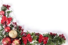 Πλαίσιο συνόρων γωνιών διακοσμήσεων Χριστουγέννων με το άσπρο διάστημα αντιγράφων στοκ εικόνες