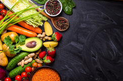 Πλαίσιο τροφίμων με τα λαχανικά, τα φρούτα και τα φασόλια Στοκ Εικόνες