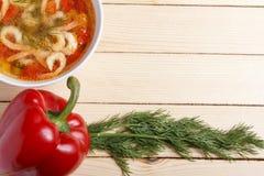 Πλαίσιο τροφίμων Πιάτα της μεσογειακής κουζίνας από τα λαχανικά και τις γαρίδες Στοκ φωτογραφία με δικαίωμα ελεύθερης χρήσης