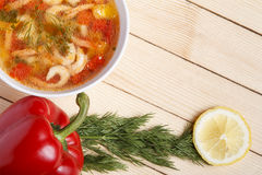 Πλαίσιο τροφίμων Πιάτα της μεσογειακής κουζίνας από τα λαχανικά και τις γαρίδες Στοκ εικόνες με δικαίωμα ελεύθερης χρήσης