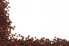 Πλαίσιο των φασολιών καφέ στο άσπρο υπόβαθρο Στοκ Εικόνα