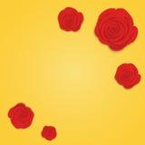 Πλαίσιο των όμορφων κόκκινων τριαντάφυλλων στο χρυσό υπόβαθρο κλίσης Επίπεδο ύφος των λουλουδιών, σχέδιο για το χαιρετισμό, γάμος Στοκ Εικόνες