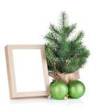 Πλαίσιο φωτογραφιών, χριστουγεννιάτικο δέντρο και μπιχλιμπίδια Στοκ Εικόνα