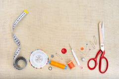 Πλαίσιο Copyspace με το ράψιμο των εργαλείων και των εξαρτημάτων Στοκ Εικόνα
