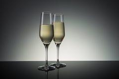 πλαισιωμένα σαμπάνια γυαλιά που καλύπτονται οριζόντια Στοκ φωτογραφία με δικαίωμα ελεύθερης χρήσης