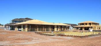 πλαισιώνοντας βασική νέα κατοικημένη περιοχή κατασκευής Στοκ Εικόνα