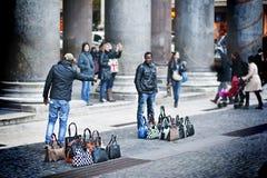 Πλανόδιοι πωλητές στη Ρώμη Στοκ φωτογραφία με δικαίωμα ελεύθερης χρήσης