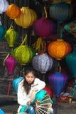 Πλανόδιος πωλητής του Βιετνάμ, κινεζικά φανάρια Στοκ Φωτογραφία
