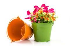 Πλαστά λουλούδια για την εσωτερική διακόσμηση Στοκ φωτογραφία με δικαίωμα ελεύθερης χρήσης