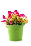 Πλαστά λουλούδια για την εσωτερική διακόσμηση Στοκ εικόνα με δικαίωμα ελεύθερης χρήσης