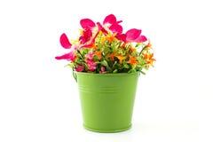Πλαστά λουλούδια για την εσωτερική διακόσμηση Στοκ Φωτογραφίες