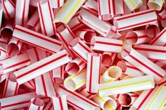 Πλαστικά άχυρα κατανάλωσης που κόβονται στενό σε επάνω κομματιών Στοκ Εικόνα