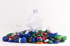 Πλαστικά βουλώματα και τρία μπουκάλια Στοκ Εικόνες