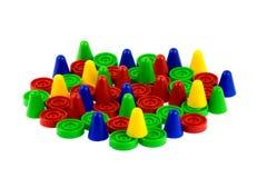 Πλαστικά κομμάτια επιτραπέζιων παιχνιδιών στο άσπρο υπόβαθρο Στοκ Εικόνα