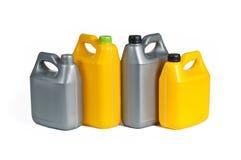 Πλαστικά μεταλλικά κουτιά για το πετρέλαιο μηχανών Στοκ φωτογραφίες με δικαίωμα ελεύθερης χρήσης