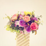 Πλαστικά λουλούδια για τη διακόσμηση στοκ εικόνες