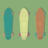 3 πλαστικά skateboards, γνωστά μέσα στη βιομηχανία ως κοντό ταχύπλοο σκάφος απεικόνιση αποθεμάτων