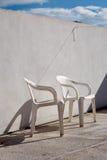 Πλαστικές καρέκλες μόνο Στοκ εικόνες με δικαίωμα ελεύθερης χρήσης