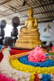 Πλαστική γιρλάντα στον ταϊλανδικό ναό Στοκ Εικόνες