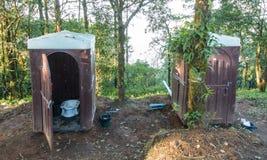 Πλαστική υπαίθρια τουαλέτα Στοκ φωτογραφία με δικαίωμα ελεύθερης χρήσης