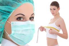 Πλαστική χειρουργική και έννοια αύξησης στηθών - θηλυκός γιατρός Στοκ Φωτογραφίες