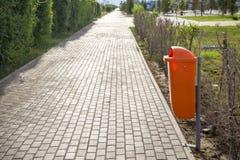 Πλαστικό εμπορευματοκιβώτιο για τα σκουπίδια Στοκ εικόνες με δικαίωμα ελεύθερης χρήσης