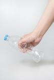 Πλαστικό μπουκάλι συστροφής υπό εξέταση Στοκ Εικόνες