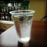 Πλαστικό ποτήρι του νερού Στοκ Φωτογραφία