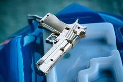 Πλαστικό πυροβόλο όπλο παιχνιδιών για το τηλεοπτικό παιχνίδι arcade Στοκ Εικόνα