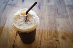 Πλαστικό φλυτζάνι του παγωμένου μαύρου americano καφέ Στοκ Φωτογραφίες