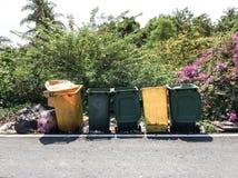Πλαστικό trashcan στοκ φωτογραφία με δικαίωμα ελεύθερης χρήσης