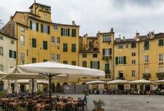 πλατεία της Ιταλίας lucca anfiteatro Στοκ Εικόνες