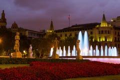 Πλατεία της Καταλωνίας στη νύχτα Βαρκελώνη, Ισπανία Στοκ Εικόνα
