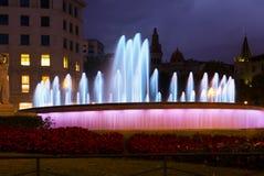 Πλατεία της Καταλωνίας στη νύχτα Βαρκελώνη, Ισπανία Στοκ Εικόνες