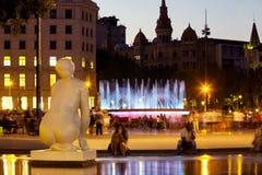 Πλατεία της Καταλωνίας στη νύχτα Βαρκελώνη, Ισπανία Στοκ Φωτογραφίες