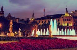 Πλατεία της Καταλωνίας στη νύχτα Βαρκελώνη, Ισπανία Στοκ εικόνες με δικαίωμα ελεύθερης χρήσης