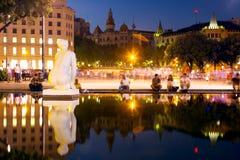Πλατεία της Καταλωνίας στη νύχτα Βαρκελώνη, Ισπανία Στοκ φωτογραφία με δικαίωμα ελεύθερης χρήσης