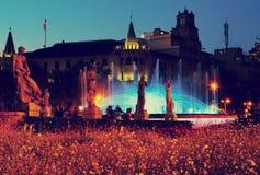 Πλατεία της Καταλωνίας στη νύχτα Βαρκελώνη, Ισπανία Στοκ εικόνα με δικαίωμα ελεύθερης χρήσης