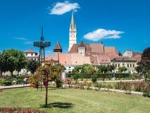 Πλατεία της πόλης MEDIA Ρουμανία και σαξονικός πύργος ρολογιών καθεδρικών ναών Στοκ Εικόνες