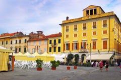 Πλατεία Giacomo Matteotti στην παλαιά πόλη Sarzana Στοκ φωτογραφία με δικαίωμα ελεύθερης χρήσης