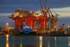 Πλατφόρμα άντλησης πετρελαίου στα ναυπηγεία Στοκ εικόνες με δικαίωμα ελεύθερης χρήσης