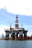 Πλατφόρμα άντλησης πετρελαίου στο λιμάνι Στοκ εικόνες με δικαίωμα ελεύθερης χρήσης